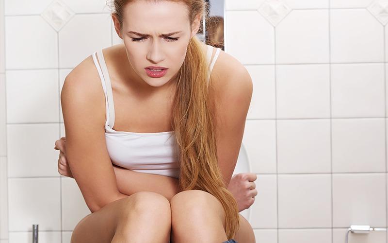 Consigli per le emorroidi infiammate: sì a bagni derivativi e bicarbonato