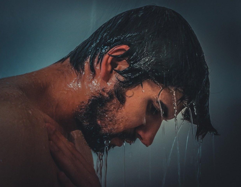 Come applicare correttamente un trattamento anti-caduta dei capelli