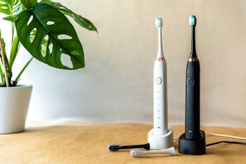 Denti e prevenzione, i consigli per scegliere lo spazzolino elettrico