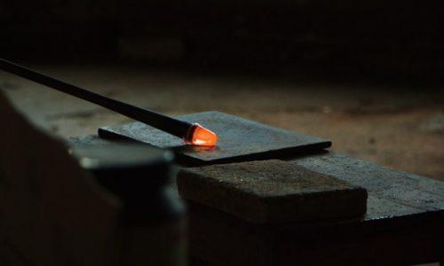 Tutte le particolarità relative ai gioielli in vetro di Murano
